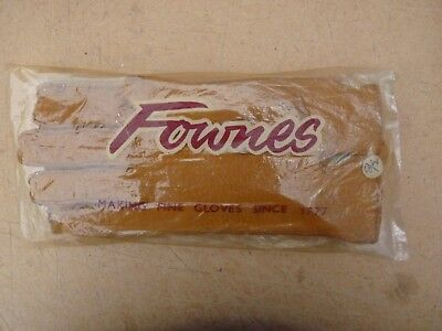 Fownes/Dents.Gloves mans 8.1/2 it looks like sheepskin with wool lining.NEW.