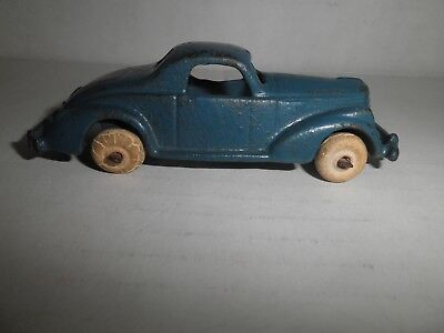 Neat old original small cast iron blue Coupe Car Automobile by Hubley c.1930's