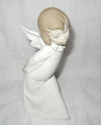 "9 1/2"" Lladro Curious Angel #4960 Excellent"