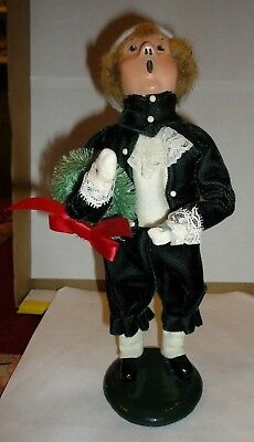Byers Choice The Carolers Man With Wreath In Green Velvet Suit 1986