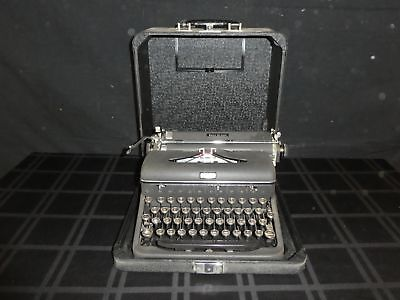 Vintage Black Royal Quiet DeLuxe Portable Typewriter in Case w/ Key (390)