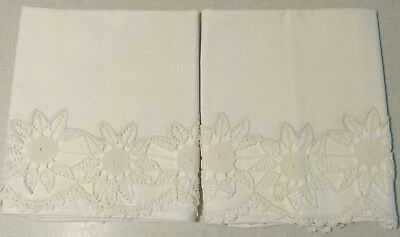 """Vintage Pair Of Pillowcases White Fancy Crocheted 3-1/2"""" Flower Trim Exquisite"""