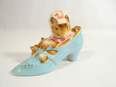 BP2a  Beatrix Potter Figurine Beswick The OLD WOMAN  lived in a SHOE Gold Oval