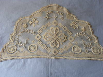 Beautiful Vintage Handmade Filet Motif