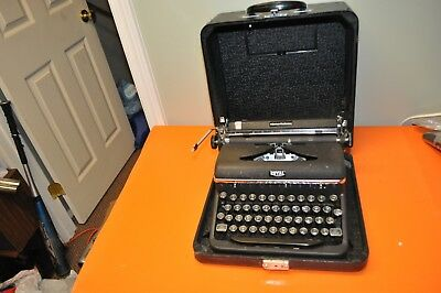 Vintage Royal Quiet Deluxe Portable Manual Typewriter with CASE