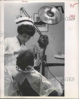 "1968 Press Photo Hygienists help with the ""Four-Handed"" work for dentists"