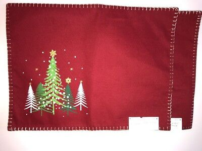 "THRESHOLD Set of 2 Placemats ""RUBY RING"" RED & MULTI XMAS TREES NWT Table Dining"