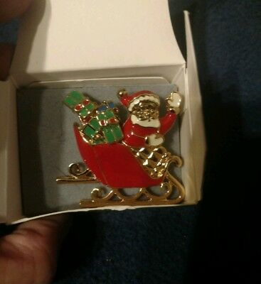 Avon  1996  Sleigh Ride Surprise  Pin & Earrings Set