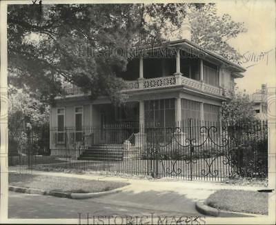 1974 Press Photo Housing - Two-story residence at 1653 Soniat sold to Dr. Nelson
