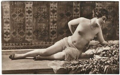 Nude French RPPC Real Photo Postcard Shapely Jazz-Age Reclining Flapper c. 1920s