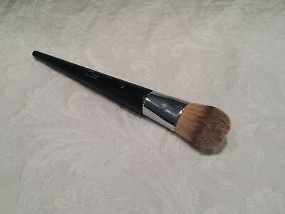 7366bc727e CHRISTIAN DIOR-BACKSTAGE FLUID Foundation Brush - #11 - Damaged