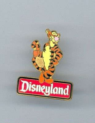 Disney Winnie the Pooh friend Tigger Standing on Disneyland Sign Pin & Card