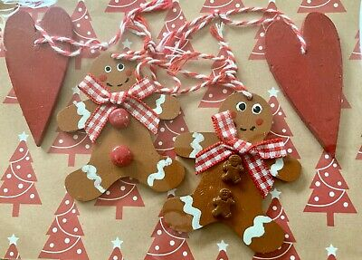 2 Hanging Shaker Hearts /& 2 Hanging Hand Decorated Gingerbread Men Decorations