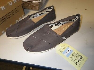 23a9d170dd0 TOMS ASH CANVAS Classic Women s Sizes US 7   Brand New in Box ...