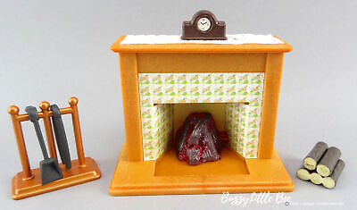 Calico Critters~Lighted Fireplace~Logs~Mantel Clock~Dollhouse Accessories