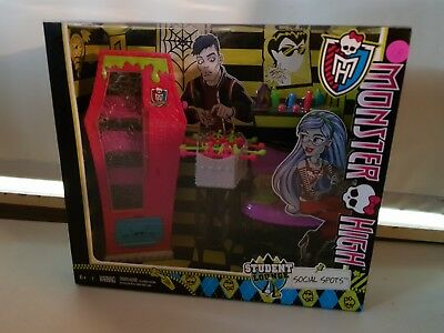 Monster High School Accessory Sets (x2) Brand New!! Student Lounge & Vanity Sets