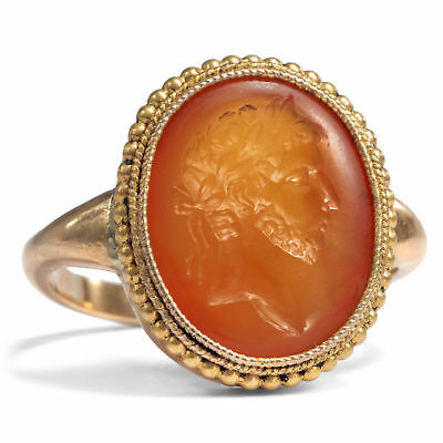 Large Seal Ring with Intaglio: Emperor Hadrian in Gold, England around 1860