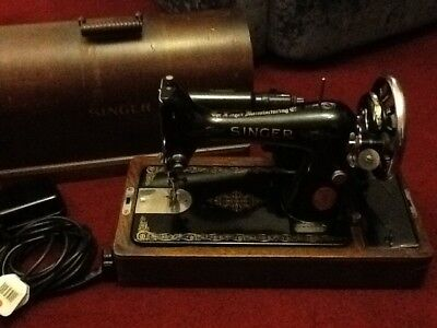 Vintage Antique Singer Electric Sewing Machine with wooden carry case WORKING