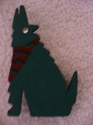 Ej- Green Coyote Or Wolf Howling Pin
