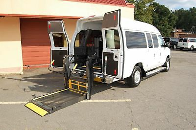 2013 Ford H-Cap. 2 Pos. VERY NICE HANDICAP ACCESSIBLE WHEELCHAIR LIFT EQUIPPED VAN....UNIT# 2207FT