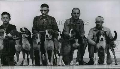 Press Photo Foxhound pack and their owners, Milwaukee area - mja86577