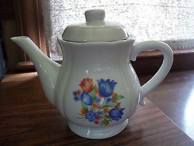 Vintage White Blue Tulips Teapot Red Orange Floral Scalloped Style Dripless EUC