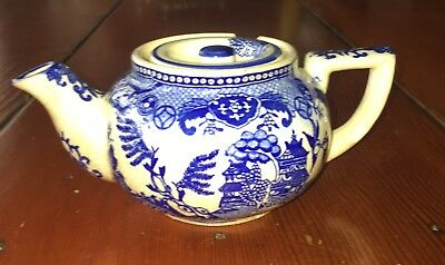 """Antique Moriyama petite crackle glaze Blue Willow two-cup Teapot """"Made in Japan"""""""