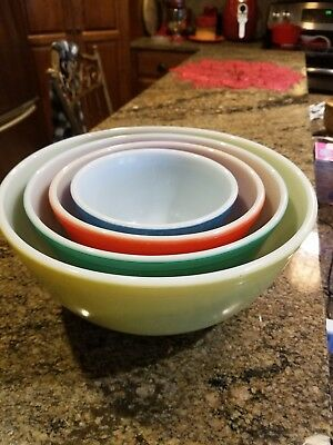 Set of 4 Vintage Mid Century Pyrex Nesting Mixing Bowls in Primary Colors