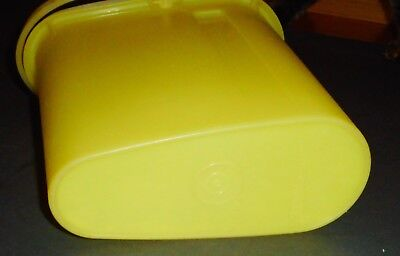 Vintage Yellow Tupperware #587-7 Beverage Buddy 2 Quart with Lid and Handle