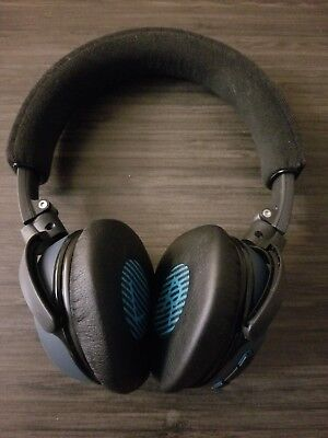 bose on-ear wireless headphones w/ case, aux, and charger