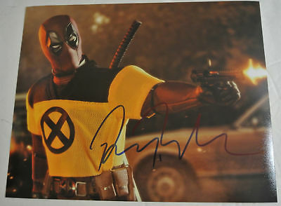 RYAN REYNOLDS Hand Signed Autographed 8x10 Film Photograph Autograph DEADPOOL 2
