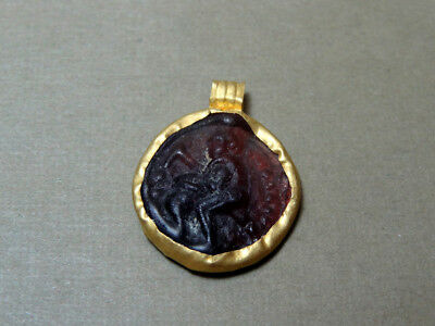 Ancient Gold & Glass Pendant Gladiator Image Roman 100-300 Ad