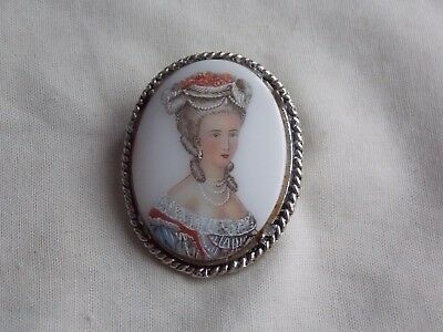 Gorgeous Preloved Silvertone Glass?portrait Design Broach/brooch