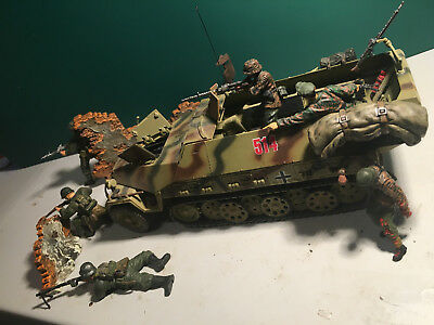 Forces of Valor German Sd.Kfz251/1 + 6 Figuren + Zubehör