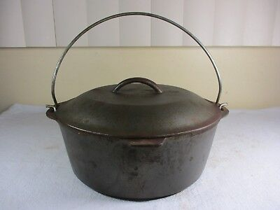 Vtg Hanging Cast Iron #8 Pot Cauldron Pan Dutch Oven Cookware ,Handle,Lid,Trivet