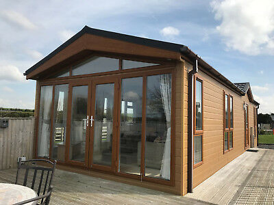 2015 Omar Southwold 2 Bedroom Lodge 40' X 14' (Off Site - Buyer To Remove)