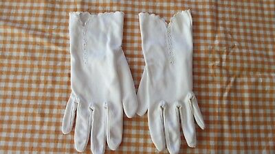 Vintage White  Ladies Gloves,stitched  detail & scalloped at at wrist