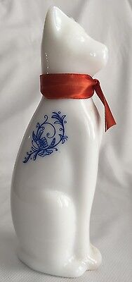 1971 Ming Cat Milk Glass Avon Moonwind Cologne Perfume 6 oz. Collectible Bottle