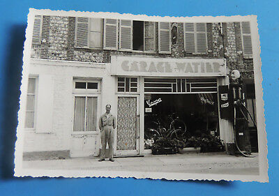 DEPT 76 belle photo CRIQUETOT L ESNEVAL  garage WATIER VESPA POMPE A ESSENCE