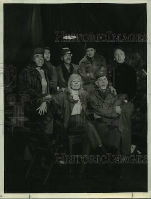 "1983 Press Photo Crew of ""M*A*S*H"" television series - hca73235"