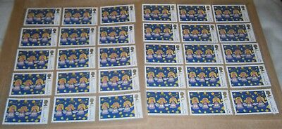30 Unfranked 2nd Class Xmas Stamps Off Paper Remounted On Greaseproof - 7/8