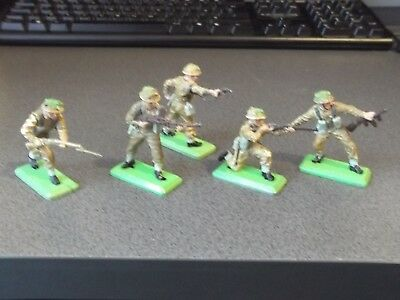 Vintage BRITAINS Deetail British Infantry Soldiers x 5 (1/32 Scale)