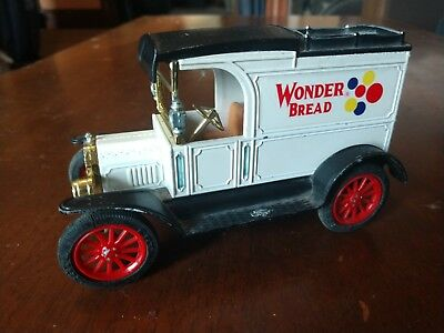 Ertl Diecast 1913 Ford Model T Wonderbread Delivery Bank