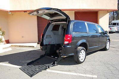 2018 Dodge H-Cap 2 Pos. VERY NICE HANDICAP ACCESSIBLE WHEELCHAIR RAMP EQUIPPED VAN....UNIT# 2237MT