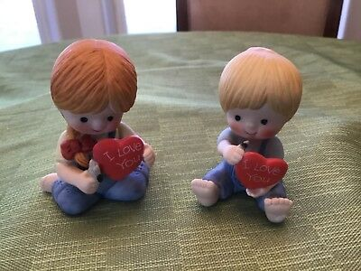 """Country Cousins Katie & Scooter holding """"I Love You"""" hearts 1982"""