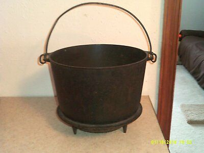 vtg ERIE 8  pregriswold cast iron kettle bean pot footed swing handle round bott