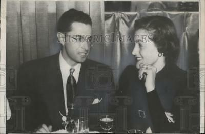 1949 Press Photo Boston Red Sox's Dom Dimaggio enjoys dinner with his wife