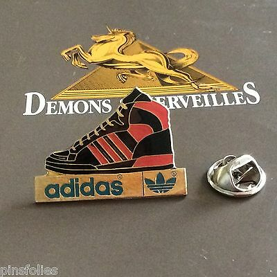 Pin's Folies Demons Sports Adidas Chaussure Basket