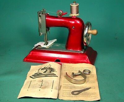 *** Casige Red Toy Sewing Machine W/ * Rare Light Accessory * Box, Clamp, Manual
