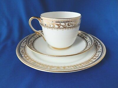 """Lovely Vintage PARAGON Star Bone China Tea Set Trio in """"The Scroll"""" Pattern"""